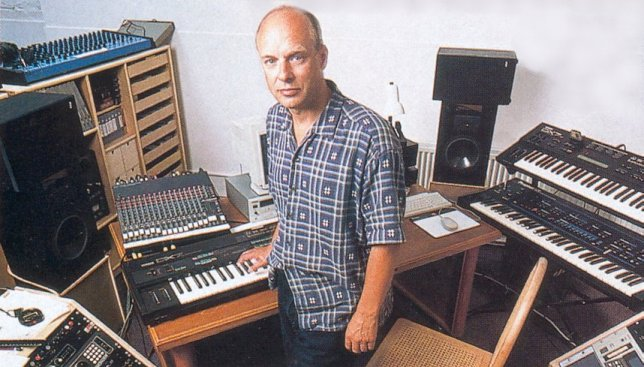 brian-eno-in-the-studio
